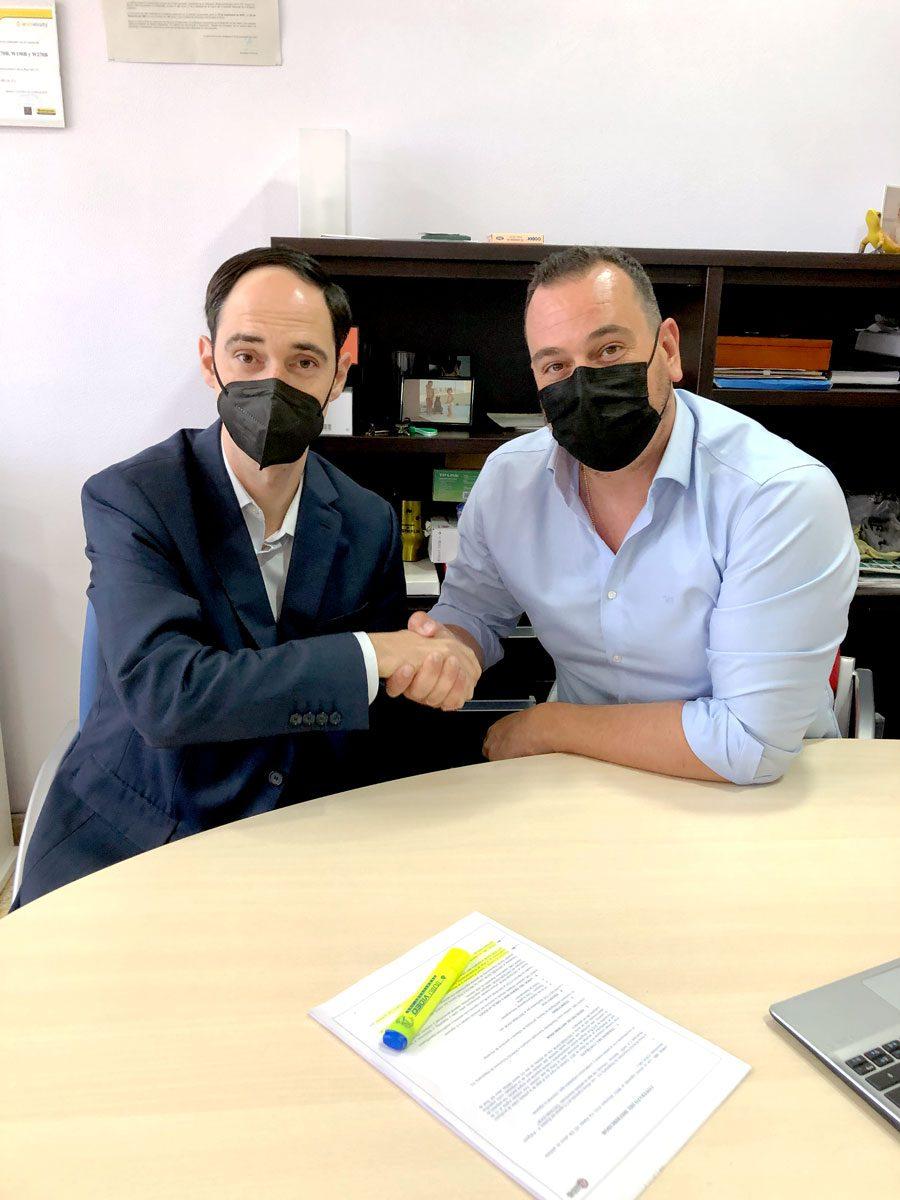 Dumpers y Hormigoneras: SOMAQ Soluciones de Maquinaria y D'avino firma acuerdo de colaboración